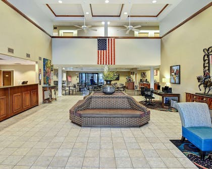 Spacious lobby with sitting area | Comfort Inn & Suites Hot Springs Central