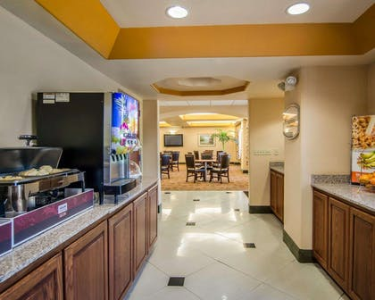 Breakfast area | Sleep Inn & Suites Springdale West