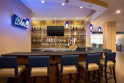 Hotel bar | Comfort Inn & Suites Presidential