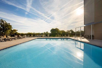 Outdoor pool | Comfort Inn & Suites Presidential