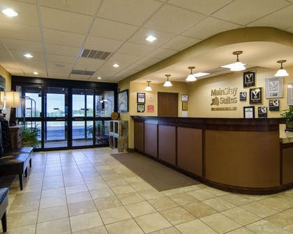 Front desk with friendly staff | MainStay Suites Rogers near I-49