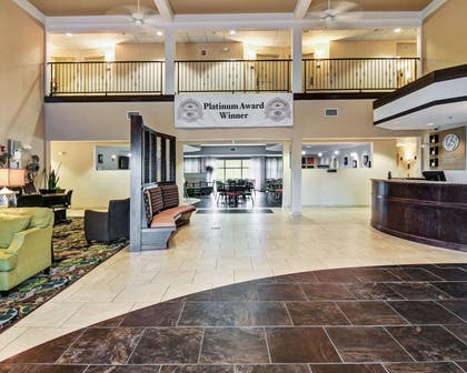 Spacious lobby | Comfort Suites near Hot Springs Park