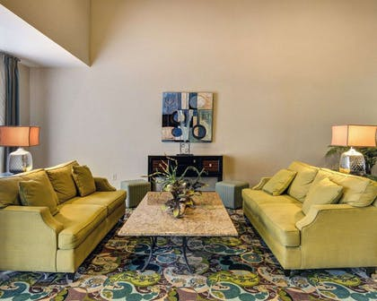 Lobby with sitting area | Comfort Suites near Hot Springs Park