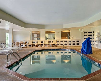 Indoor pool | Comfort Suites near Hot Springs Park
