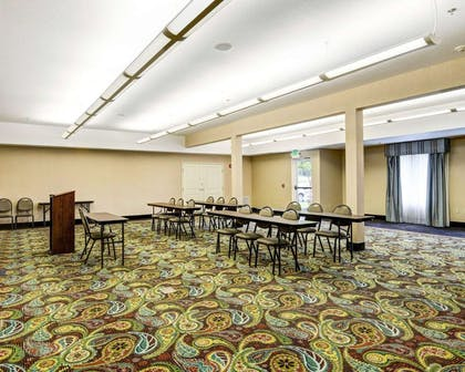 Large space for receptions, parties, anniversaries and business meetings | Comfort Suites near Hot Springs Park