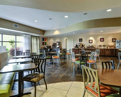 Enjoy breakfast in this seating area | Comfort Suites near Hot Springs Park