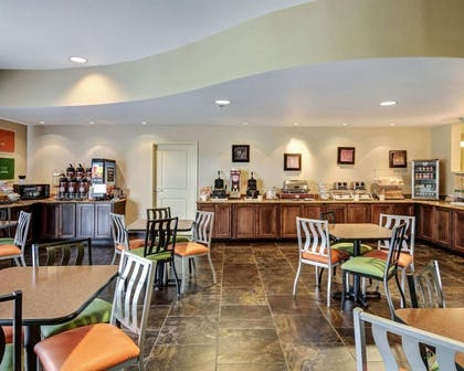 Spacious breakfast area | Comfort Suites near Hot Springs Park