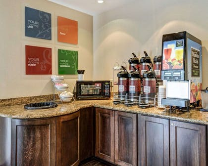 Free breakfast | Comfort Suites near Hot Springs Park
