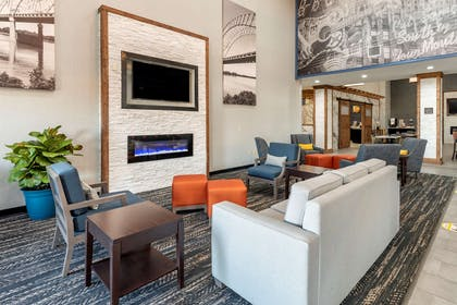 Lobby with sitting area | Comfort Suites West Memphis I-40 I-55