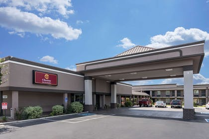 Clarion Inn and Suites hotel in Russellville, AR | Clarion Inn & Suites Russellville I-40