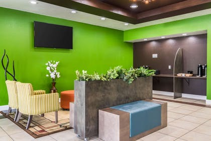 Spacious lobby with sitting area | Clarion Inn & Suites Russellville I-40