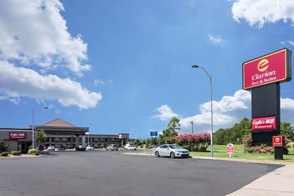 Hotel near popular attractions | Clarion Inn & Suites Russellville I-40