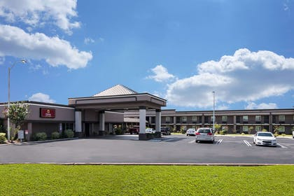 Hotel exterior | Clarion Inn & Suites Russellville I-40