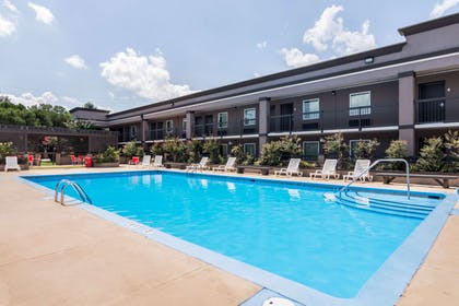 Relax by the pool | Clarion Inn & Suites Russellville I-40