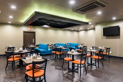 On-site restaurant | Clarion Inn & Suites Russellville I-40