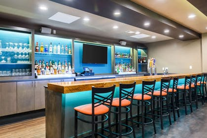 Hotel bar | Clarion Inn & Suites Russellville I-40