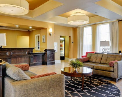 Sitting area | Comfort Inn & Suites Fort Smith I-540