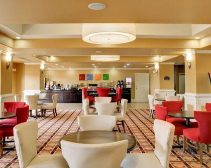 Breakfast Seating | Comfort Inn & Suites Fort Smith I-540