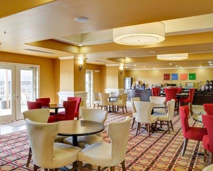 Enjoy breakfast in this spacious area | Comfort Inn & Suites Fort Smith I-540
