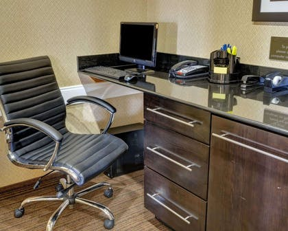Business center | Comfort Inn & Suites Fort Smith I-540