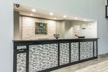 Front desk with friendly staff | Quality Suites Maumelle - Little Rock NW