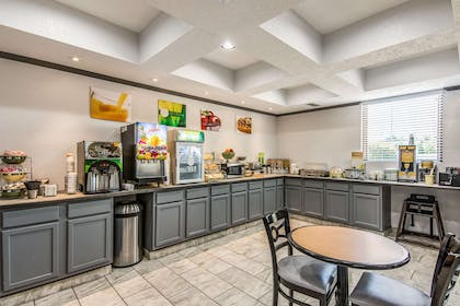 Free hot breakfast   Quality Suites Maumelle - Little Rock NW