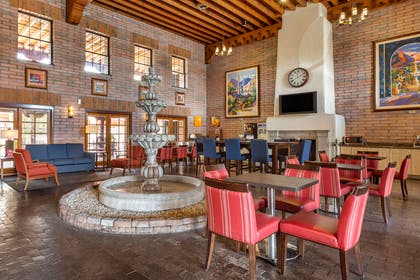 Breakfast area | Comfort Suites at Sabino Canyon