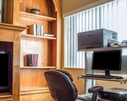Business center with free wireless Internet access | Comfort Suites Phoenix North