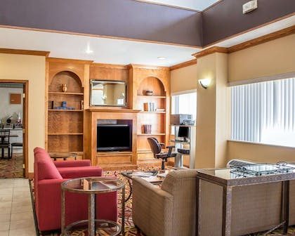 Spacious lobby with sitting area | Comfort Suites Phoenix North