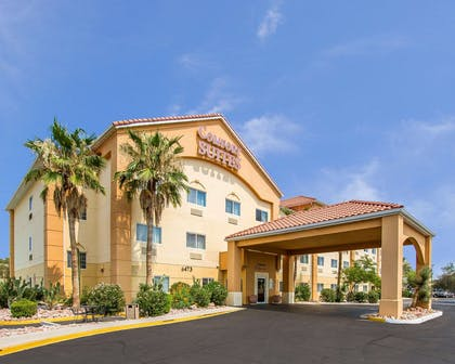 Hotel entrance | Comfort Suites Peoria Sports Complex