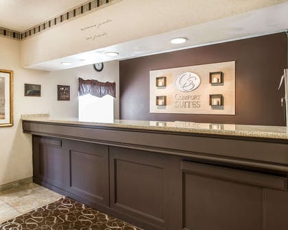 Front desk with friendly staff | Comfort Suites Peoria Sports Complex