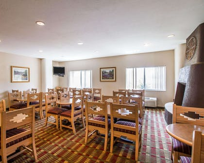 Spacious breakfast area | Comfort Suites Peoria Sports Complex