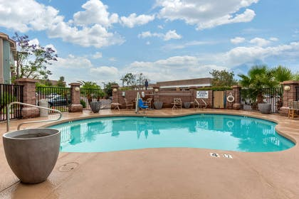 Outdoor pool | The Tempest Hotel Tempe ASU, an Ascend Hotel Collection Member