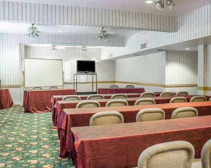 Banquetmeeting room with audiovisual equipment | Quality Inn & Suites Safford - Mt Graham