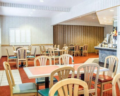 Enjoy breakfast in this seating area | Quality Inn & Suites Safford - Mt Graham