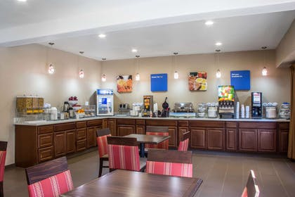 Hotel breakfast area | Comfort Inn & Suites North Glendale - Bell Road