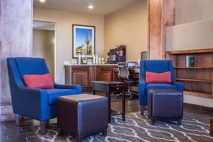 Hotel lobby | Comfort Inn & Suites North Glendale - Bell Road