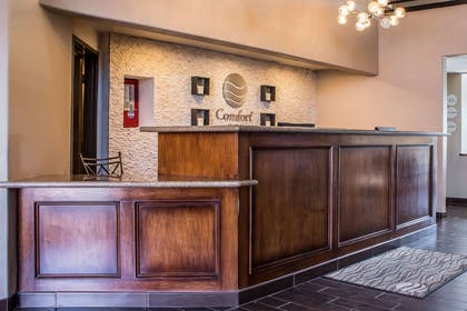 Front desk | Comfort Inn & Suites North Glendale - Bell Road