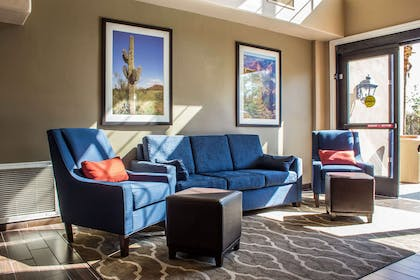 Hotel seating | Comfort Inn & Suites North Glendale - Bell Road