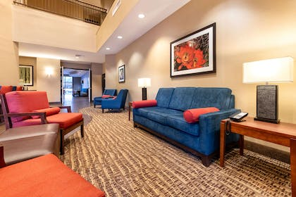 Lobby with sitting area | Comfort Suites Goodyear