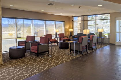 Lobby with sitting area | Comfort Suites Prescott Vly