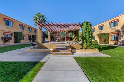Garden | Quality Inn & Suites Goodyear - Phoenix West