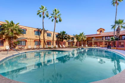 Outdoor pool | Quality Inn & Suites Goodyear - Phoenix West