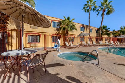 Outdoor hot tub | Quality Inn & Suites Goodyear - Phoenix West