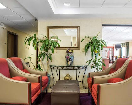 Lobby with sitting area | Comfort Inn Green Valley I-19