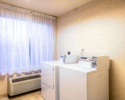 Guest laundry facilities | Comfort Inn Green Valley I-19