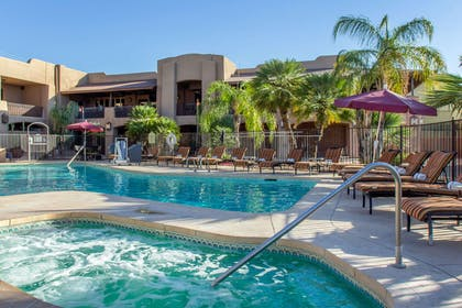 Outdoor pool and hot tub | La Posada Lodge & Casitas, an Ascend Hotel Collection Member