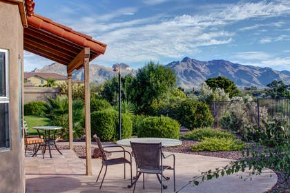 Hotel with picturesque mountain views | La Posada Lodge & Casitas, an Ascend Hotel Collection Member