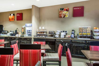 Enjoy breakfast in this seating area | Comfort Suites Old Town Scottsdale