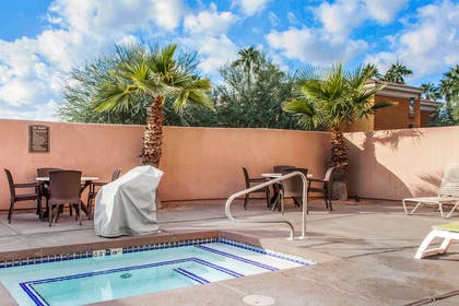 Outdoor hot tub | Comfort Suites Old Town Scottsdale